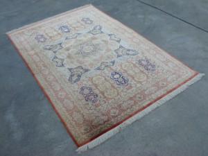 横浜市にてペルシャ絨毯をお売りいただきました